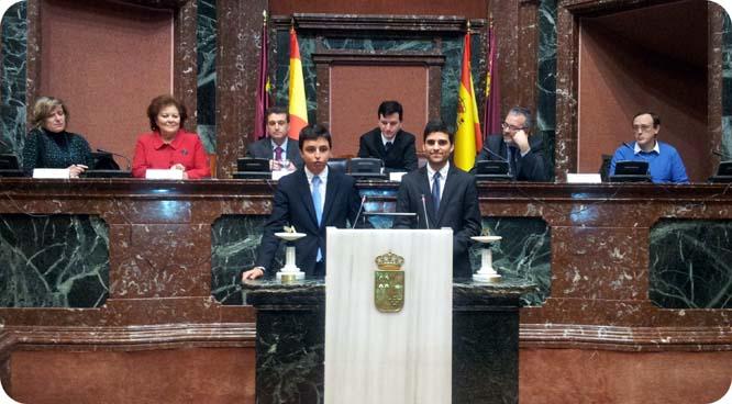 Universitarios de Córdoba ganan el torneo de debate parlamentario